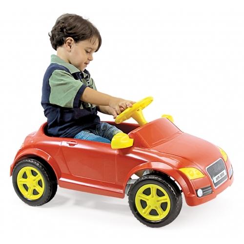 Auto a pedal rojo