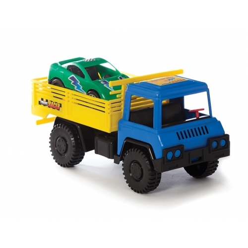 Camión con auto de TC